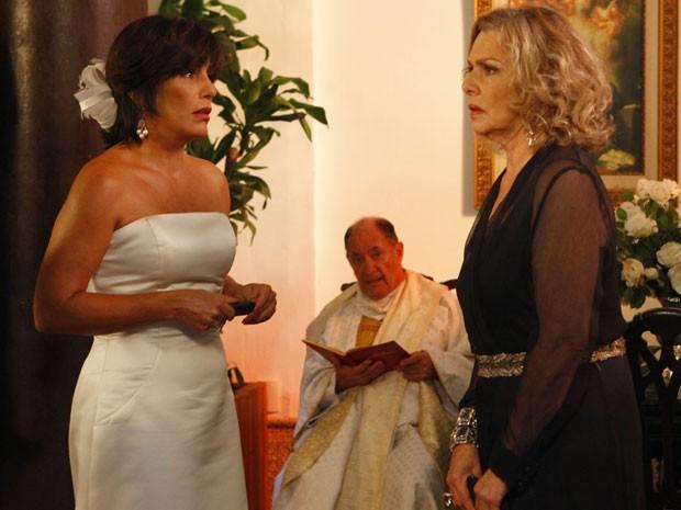 Roberta fica arrasada com o sumiço de Nando (Foto: Guerra dos Sexos / TV Globo)