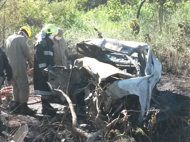Resultado de imagem para Acidente entre dois carros deixa nove pessoas mortas em Goiás