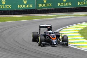 Fernando Alonso, da McLaren, no segundo dia de treinos livre do GP do Brasil 2015 (Foto: Ivan Carneiro / Autoesporte)