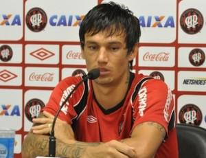 Volante JOão Paulo, do Atlético-PR, no CT do Caju (Foto: Gustavo Oliveira/Site Oficial do Atlético-PR)