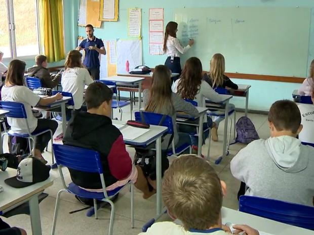 Estudantes tem aulas de pomerano em Santa Maria de Jetibá (Foto: Reprodução/TV Gazeta)
