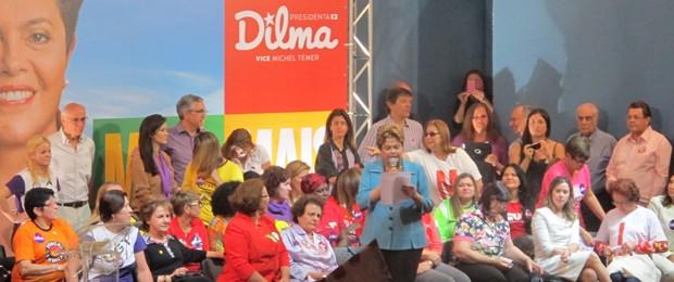 Dilma em encontro com mulheres no Sindicato dos Bancários de SP (Foto: Letícia Macedo / G1 SP)