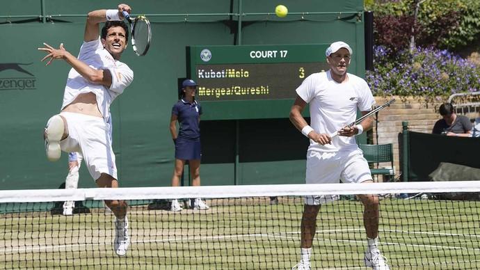 Marcelo Melo e Lukasz Kubot em ação nas oitavas de Wimbledon (Foto: Divulgação/ATP)