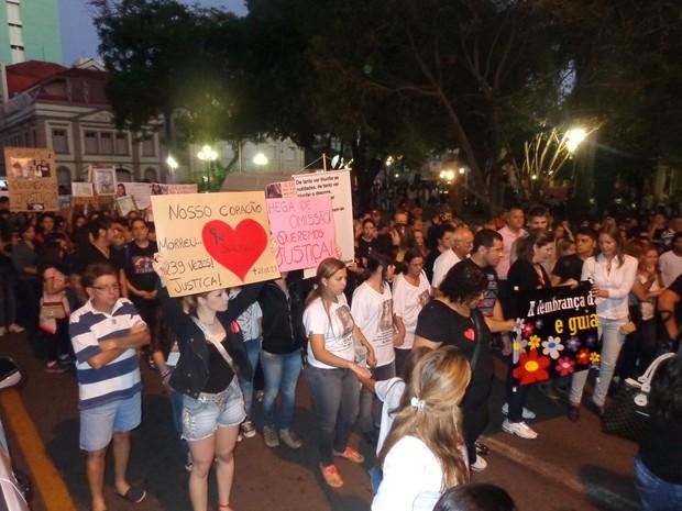 caminhada protesto Santa Maria (Foto: Luís André/RBS TV)
