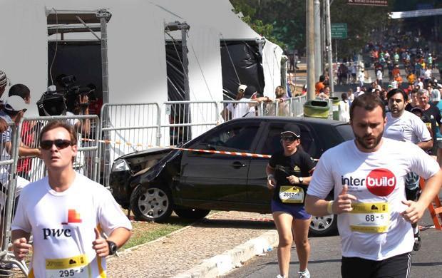 Acidente carro, Corrida Pão de Açúcar (Foto: Renato S. Cerqueira / Agência Estado)