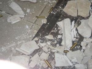 Bandidos dispararam contra casas de policiais durante a ação, diz polícia (Foto: Informe Baiano)