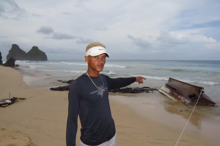 Barco de pesca naufragado Noronha 3