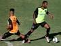 Montillo volta aos treinos do Botafogo com gol e belos lances: veja no vídeo