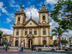 Basílica Velha foi o primeiro local que abrigou a imagem após ela ser encontrada no Rio Paraíba em 1717. (Foto: Fábio França/ G1)