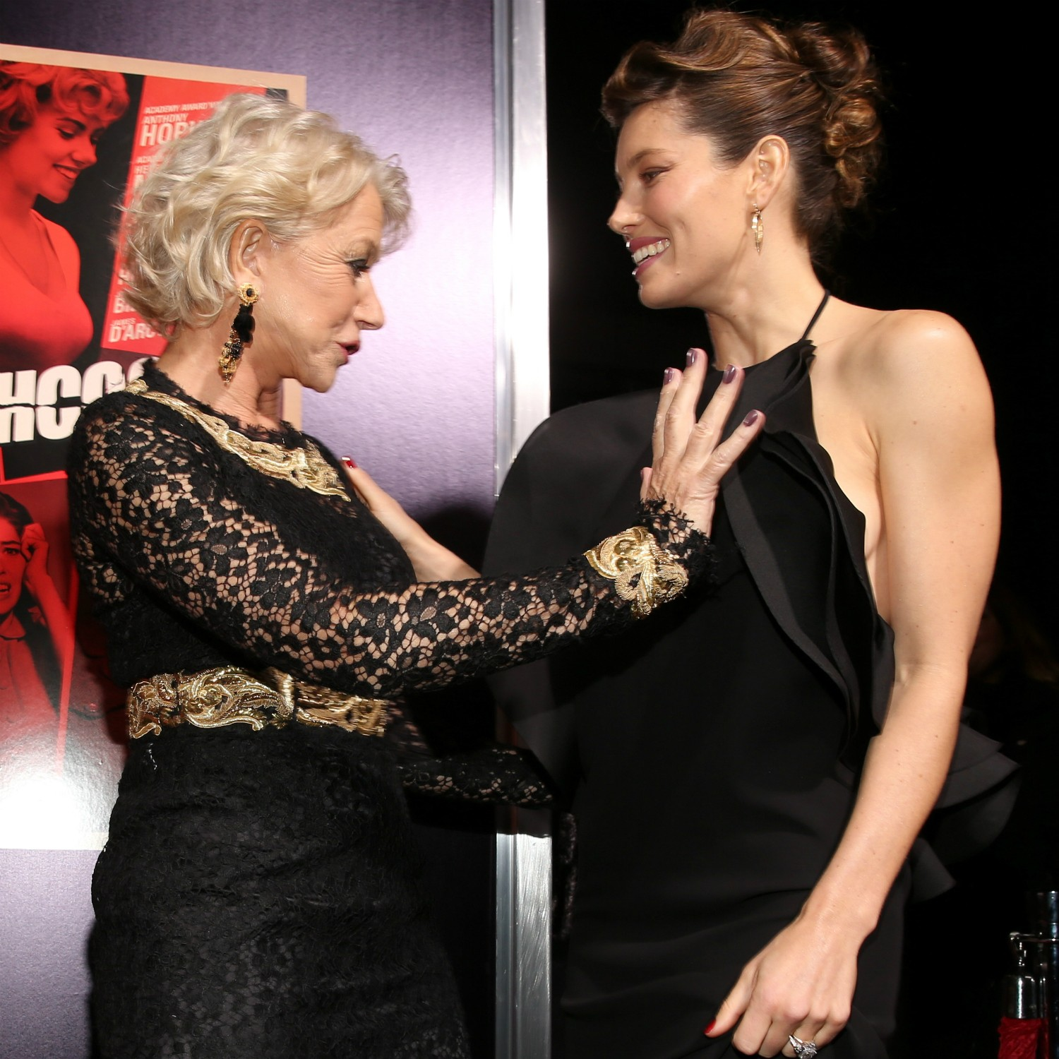 As atrizes Helen Mirren (à esq.) e Jessica Biel na première de 'Hitchcock' (2012) em Beverly Hills, Califórnia, EUA. (Foto: Getty Images)