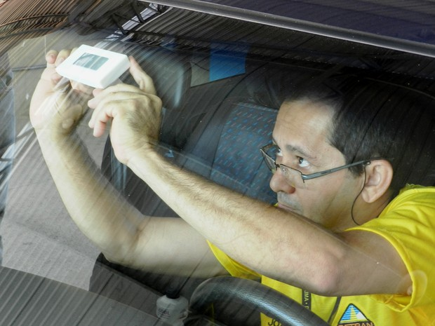 Chip eletrônico com os dados do veículo deverá ser instalado em todo o Brasil (Foto: Detran/Divulgação)