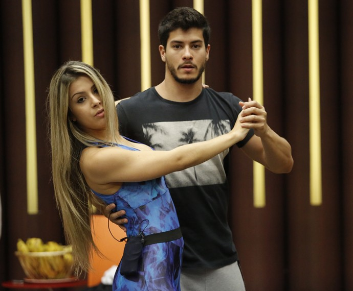 Arthur Aguiar e Mayara Araújo mostram foco no ensaio (Foto: Fábio Rocha / Gshow)