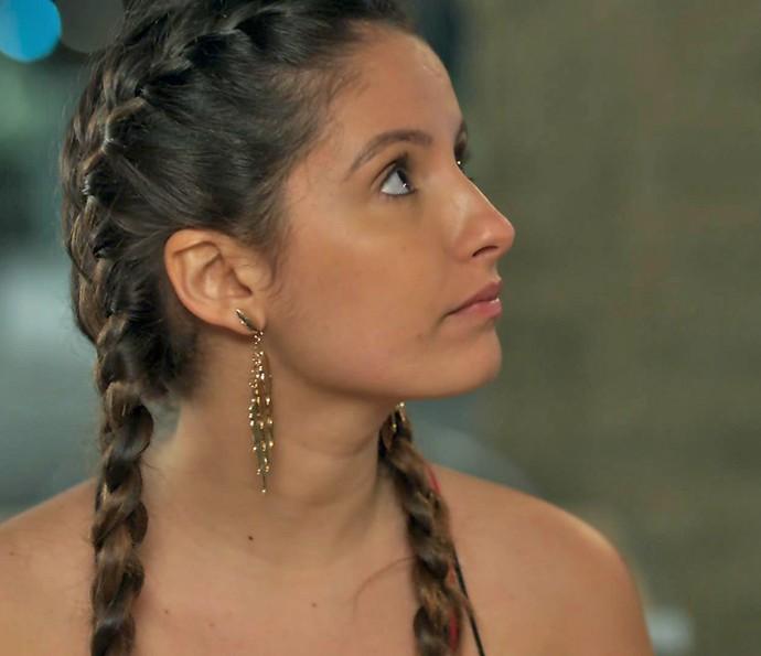 Nanda procura se explicar, mas leva corte de Rômulo (Foto: TV Globo)