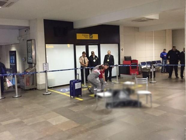 Homem é morto dentro do Aeroporto Salgado Filho em Porto Alegre (Foto: Eduardo Moura/G1)