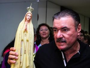Cícero Almeida deixa prefeitura com estátua de N.S. de Fátima. (Foto: Jonathan Lins/G1)