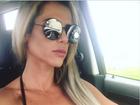 Denise Rocha chama atenção por seios fartos em selfie