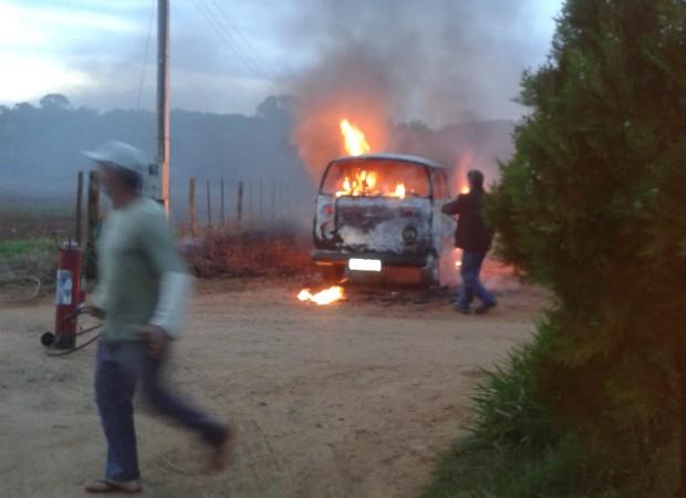 Perua incêndio São Miguel Arcanjo (Foto: TEM Você / Nazaret Onika)