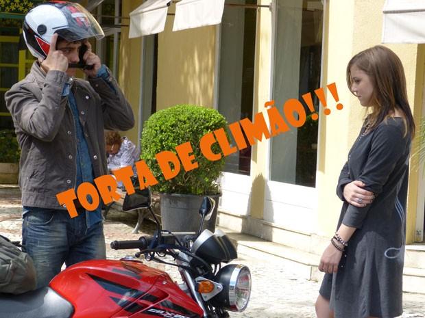 Ih...Lia não curtiu o beijo e pediu pra Vitor se afastar dela. Olha a cara de brava da marrentinha! (Foto: Malhação / Tv Globo )