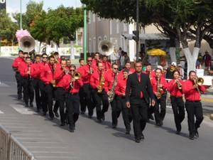 Maestro comanda orquestra Cônego Alexandre Cavalcante em Bezerros (Foto: Antônio Edivaldo da Silva/Arquivo Pessoal)