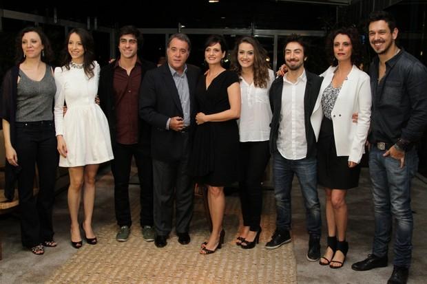 Elenco na coletiva de lançamento do seriado 'A Mulher do Prefeito' (Foto: Thiago Duran / AgNews)