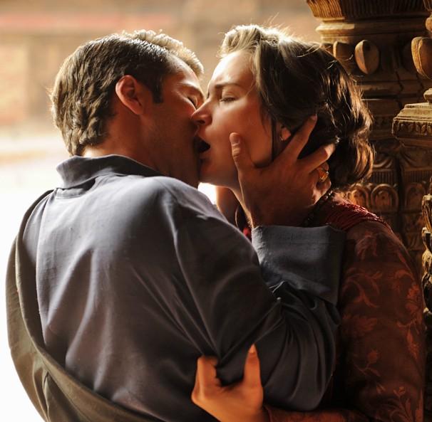 Foto tirada nos Himalaias flagra beijo do casal Franz e Amélia, personagens da novela das 6, Joia Rara (Foto: Renato Rocha Miranda/Globo)