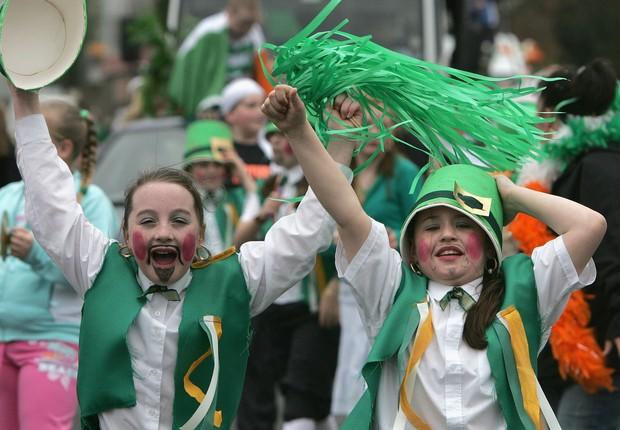Crianças comemoram St. Patricks Day na Irlanda (Foto: Getty Images)