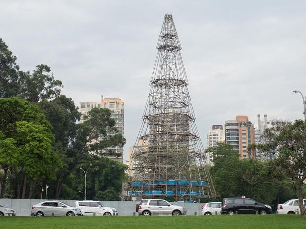 Árvore de Natal do Ibirapuera terá 35 metros de altura (Foto: Daniel Teixeira/Estadão Conteúdo)
