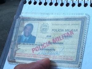 Documento de Luis Carlos da Silva Lucas, morto em tentativa de assalto no Catete (Foto: Guilherme Brito/G1)