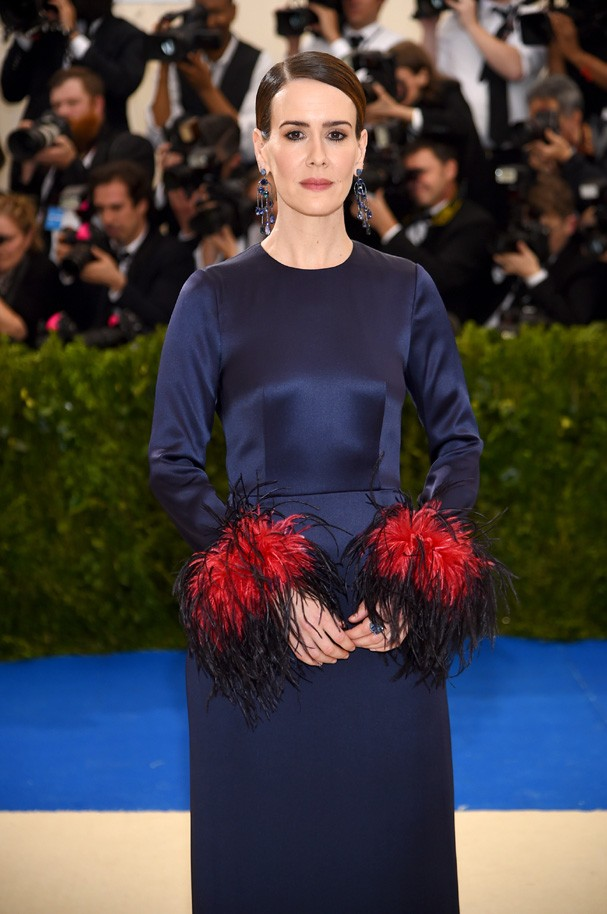 """NEW YORK, NY - MAY 01: Sarah Paulson attends the """"Rei Kawakubo/Comme des Garcons: Art Of The In-Between"""" Costume Institute Gala at Metropolitan Museum of Art on May 1, 2017 in New York City.  (Photo by Dimitrios Kambouris/Getty Images) (Foto: Getty Images)"""