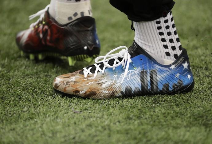Julio Jones, do Atlanta Falcons, com chuteira em homenagem ao 11 de setembro (Foto: AP)