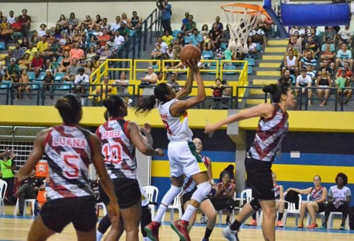 Ala Iziane foi destaque da partida e levou o Sampaio a vitória no clássico contra o Maranhão (Foto: Paulo de Tarso Jr./Sampaio Corrêa Basquete)
