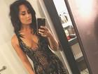 Demi Lovato arrasa com look justinho e decotado