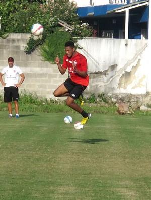 Hernane no treino do Flamengo (Foto: Raphael Bózeo)
