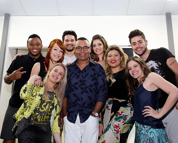 Dudu Nobre e time Claudia Leitte fazem foto e registram a parceria (Foto: Isabella Pinheiro / Gshow)