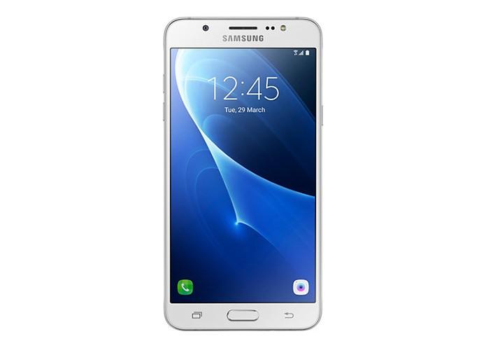 Galaxy J7 Metal tem câmera frontal de 5 MP com flash LED (Foto: Reprodução/Elson de Souza)