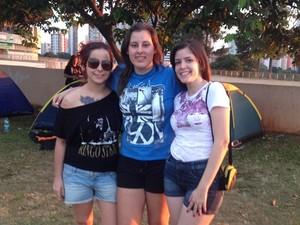 Fãs de Paul McCartney acampados no Estádio Serra Dourada, em Goiânia (Foto: Gabriela Lima/G1)