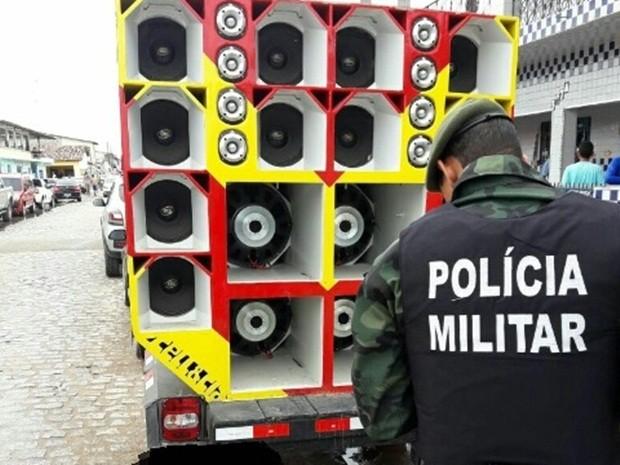 'Paredão de som' foi apreendido em Lucena, no Litoral Norte da Paraíba (Foto: Comunicação Social do BPAmb)
