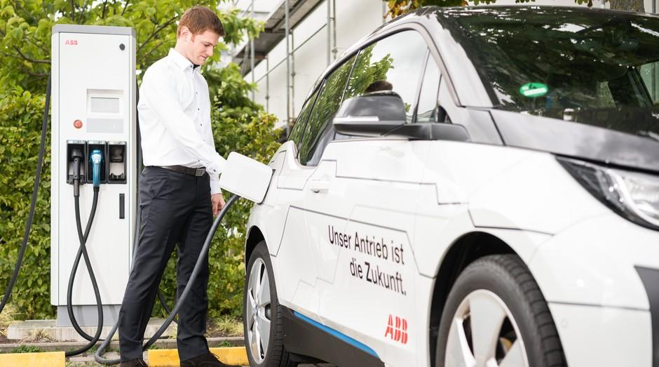 A ABB é uma das empresas pioneiras na criação de postos de carga de carros elétricos (Foto: Divulgação)