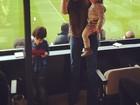 Com os filhos, Carol Celico faz torcida por Kaká
