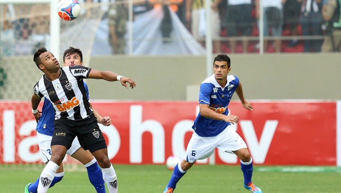Fernandinho, William e Egidio, Atletico-MG x Cruzeiro (Foto: Cristiane Mattos/Futura Press)
