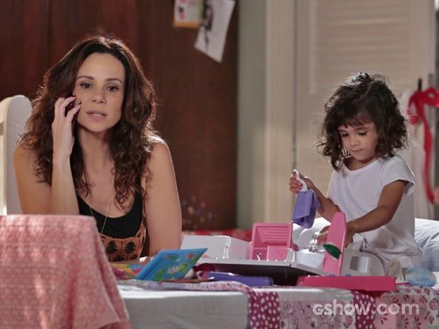 Vanessa Gerbelli dá vida à Juliana, uma mulher que quer ser mãe e adotar Bia (Foto: Felipe Monteiro/ TV Globo)