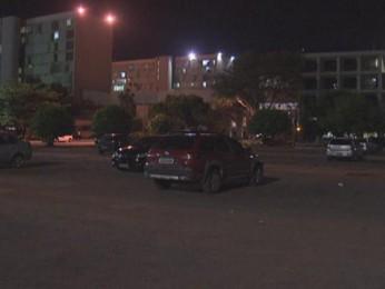 Estacionamento onde criminosos tentaram roubar veículo (Foto: TV Globo/ Reprodução)