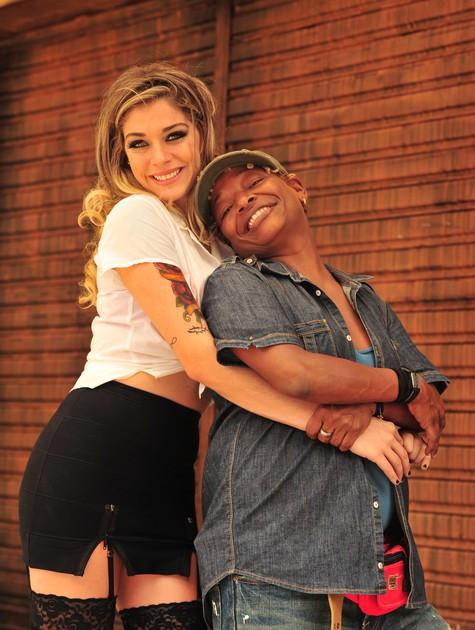 Luma Costa e Mart'nália são namoradas em 'Pé na cova' (Foto: TV Globo/ João Miguel Júnior)