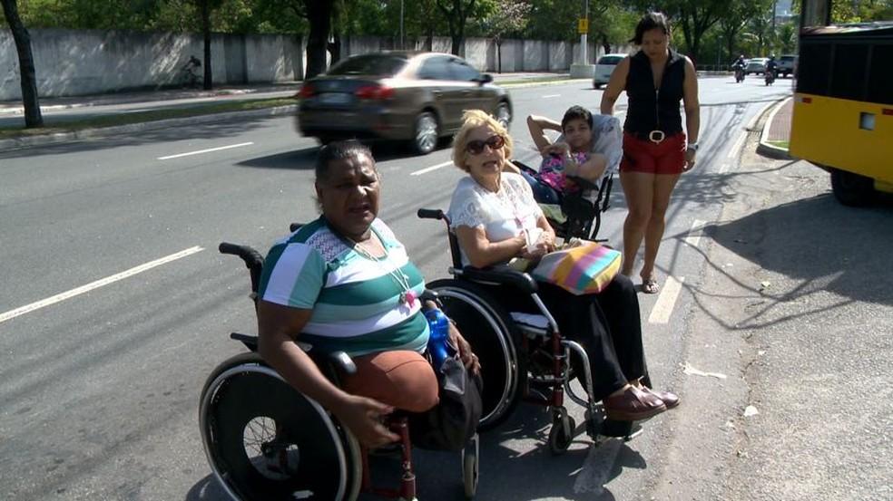 Protesto aconteceu na tarde desta quarta-feira (26), em Vitória (Foto: Reprodução/ TV Gazeta)