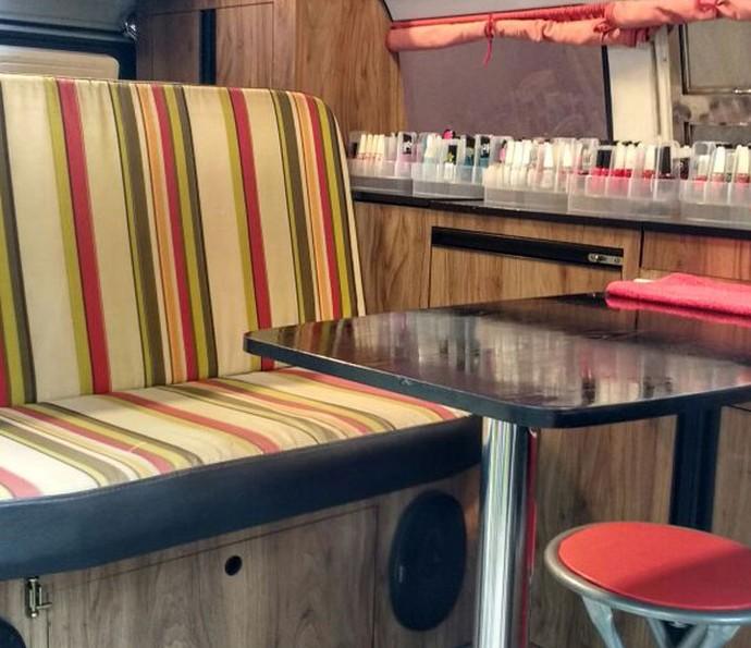 Local de trabalho é confortável para as clientes e para a manicure (Foto: Raquel Gonzalez/Gshow)
