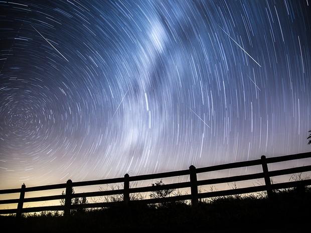 Chuva de meteoros Perseidas em Santa Rita de Caldas, MG (Foto: Régis Júnior / VC no G1)