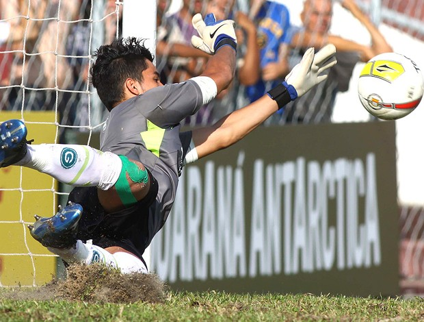 Incredible! Goalkeeper Paulo Henrique (Goias) saves 4 penalties v Bahia