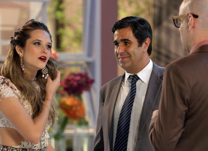 Cassandra carrega na maquiagem e erra no penteado para evento da revista Totalmente D+ (Foto: TV Globo)
