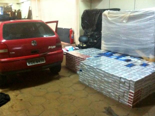 Polícia apreende 10 mil caixas de cigarro em Bandeirantes, MS (Foto: Divulgação/PRF)