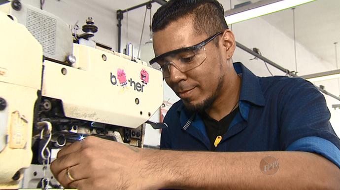 Jairo Silva começou a trabalhar como costureiro para conquistar a atual esposa (Foto: reprodução EPTV)